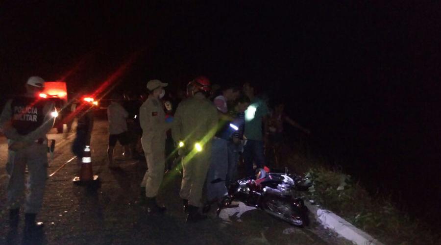 Homem morre ao cair de uma altura de cinco metros na Serra de Teixeira