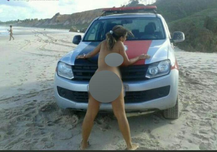 Mulher posa nua em viatura da PM paraibana e fotos viralizam nas redes sociais