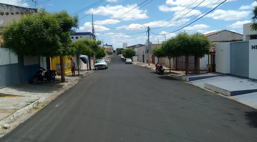 Asfalto da Peregrino de Araújo deixa a Rua do Prado menos sobrecarregada