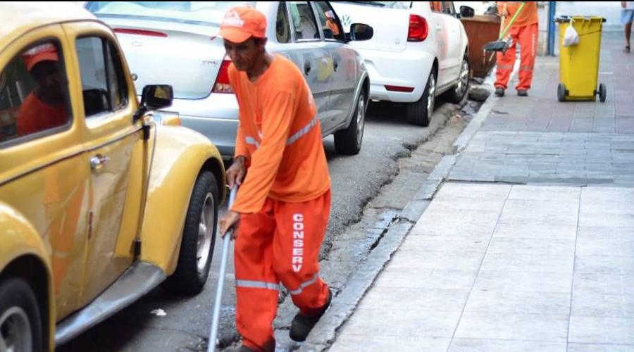 Garis podem paralisar serviços devido atraso de salários em Patos