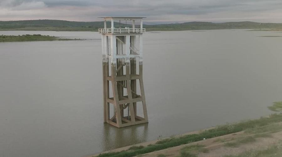 Açude de Coremas pega mais 16 centímetros d'água e ultrapassa os 14% de sua capacidade