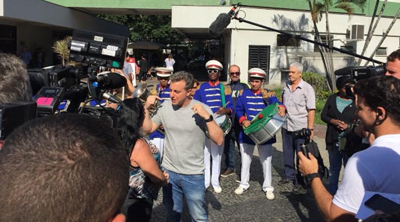 Luciano Huck está em Teixeira para gravações na tarde de hoje