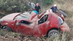 Carro ficou destruído (foto: reprodução/WhatsApp)