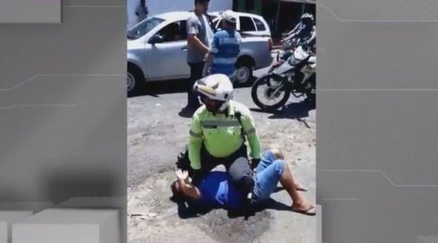Homem tenta agredir agente de trânsito com marreta após ser multado, em João Pessoa