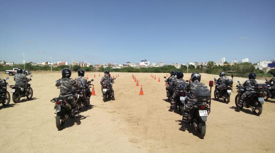Policiais da Rotam em Patos realizam treinamento com técnicas de direção defensiva e evasiva com motocicletas