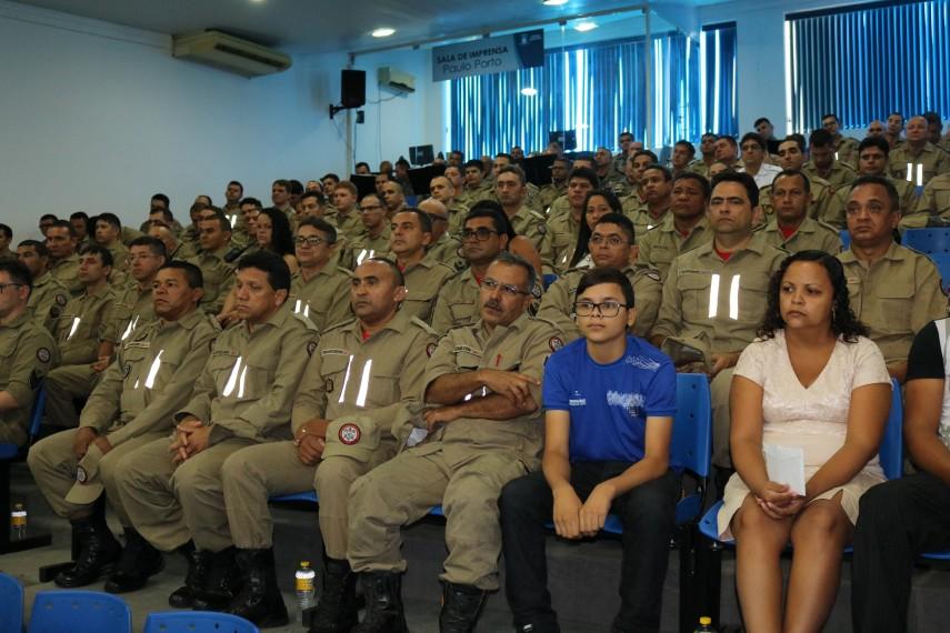Militares e civis prestigiam comemoração de aniversário do Corpo de Bombeiros em Patos