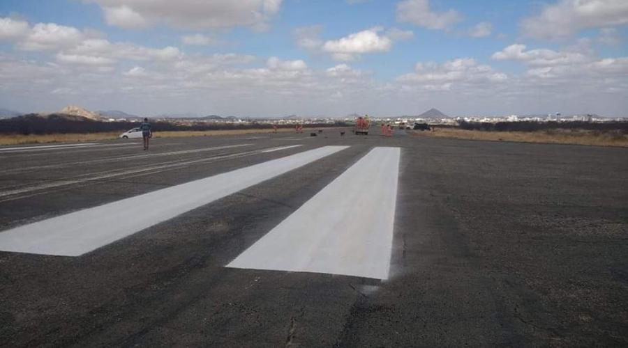 Pista de pouso do aeroporto de Patos recebe melhorias do DER