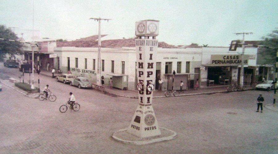 Nostalgia: Antiga foto do cruzamento da Rua Epitácio Pessoa com a Rua Pedro Firmino, em Patos