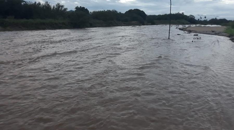 Rio Farinha amanhece em cheia