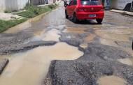 Motoristas reclamam da buraqueira na Rua Felipe Camarão, em Patos