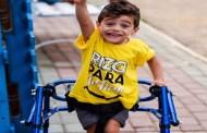 Corrida arrecada fundos para menino com paralisia cerebral, em João Pessoa