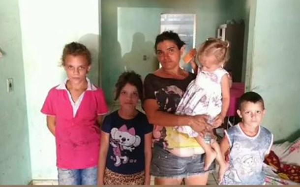 Abandonada pelo marido, e com cinco filhos, mulher precisa de ajuda em Teixeira