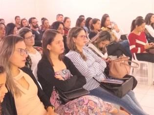Além de ministrar curso, Joana, do BLH de Patos, também assistiu palestras