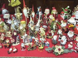 Babbo Natale, 700 miniature, aperta mostra fino 6 gennaio Provenienti da tutto il mondo e un presepe realizzato con materiale da riciclo nel segno dell'integrazione tra i popoli