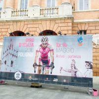 Giro d'Italia, la città si tinge di rosa in attesa della tappa