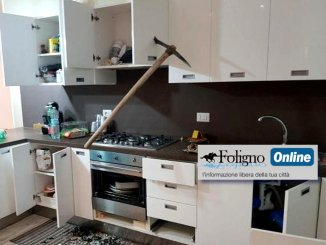 Ladri devastano casa a colpi di piccone, succede a Tenne