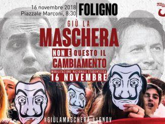 Giù la maschera Protesta studenti a Foligno, corteo da piazzale Marconi