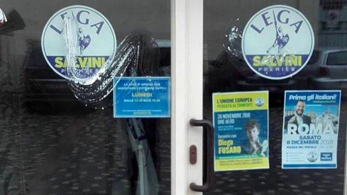 Atto vandalico alla sede Lega di Foligno, la reazione dell'onorevole Caparvi