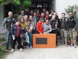 Ciurma Biker Group Foligno dona smart tv al C.S.R. La Serra di Borroni