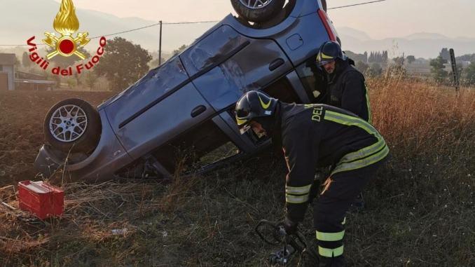 Incidente stradale aMontefalco, un ferito, auto capotta e va fuori strada