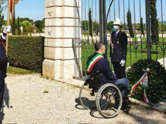 25 aprile, sindaco Stefano Zuccarini rende omaggio ai caduti