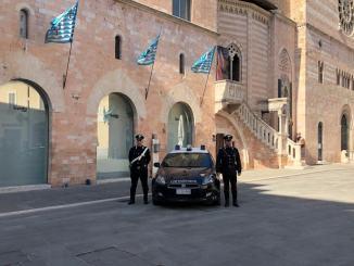 Aggrediscono e feriscono i carabinieri, arrestati a Foligno due ventenni