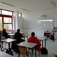 Studenti a turno in classe con i compagni con bisogni educativi speciali