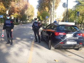 Scappa all'alt dei carabinieri, denunciato per guida in stato di ebrezza