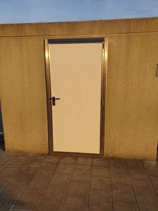 Nieuwe deur voor materiaalhok