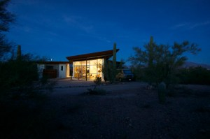 2-glass-cottage-at-night
