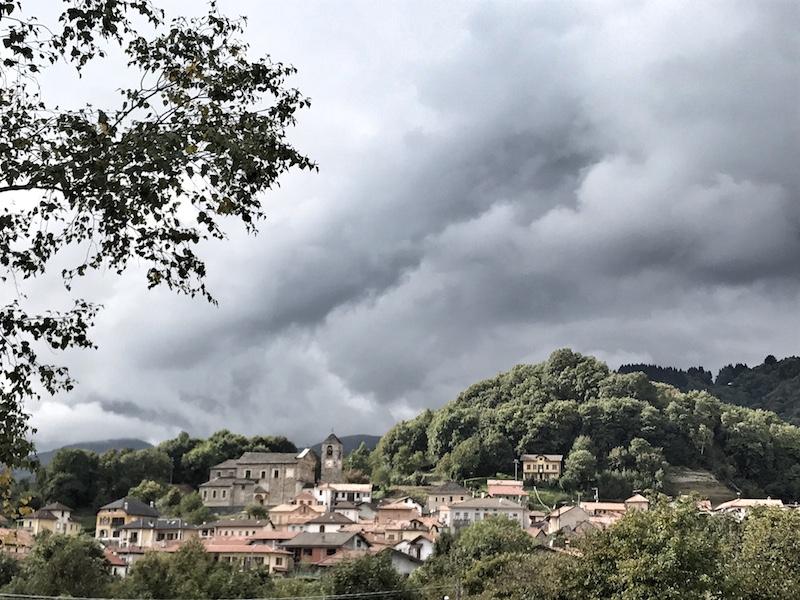 Ort Italien in den Bergen