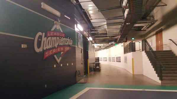 What It's Like To Take A Safeco Field Tour | Safeco Field Tour In Seattle | Seattle Mariner's Safeco Field Tour