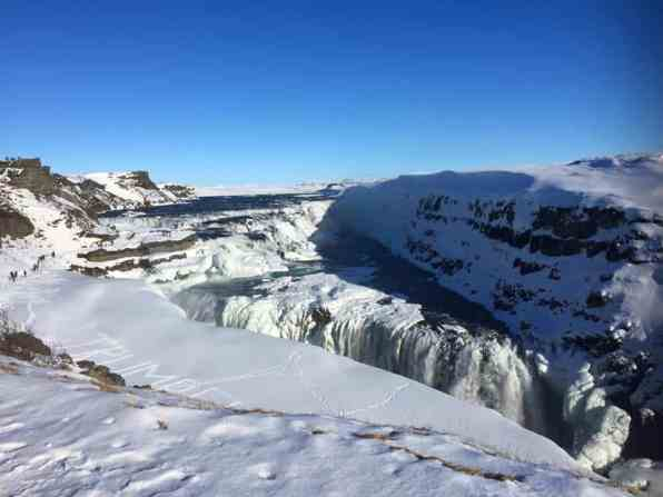 7 Tips For Visiting Iceland On A Budget | How To Visit Iceland On A Budget | Iceland Travel Tips | Follow 'Me Away Travel Blog