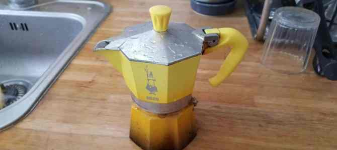 How To Use An Italian Coffee Maker (Moka) Without Crying