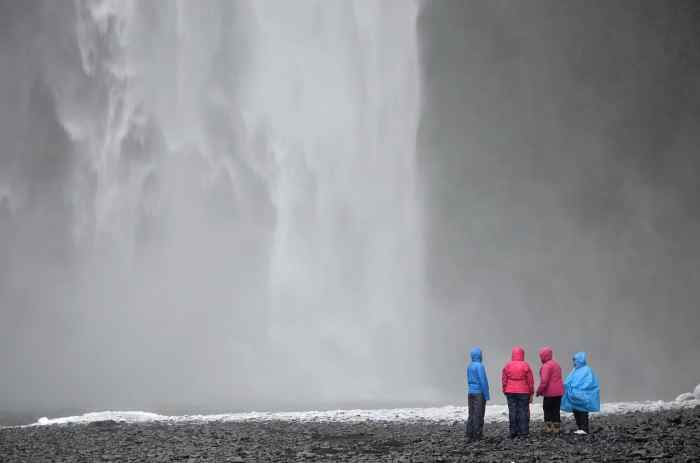 best travel tips for iceland means going with friends