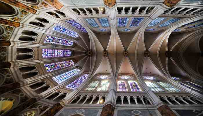 Best day trips from paris Chartres