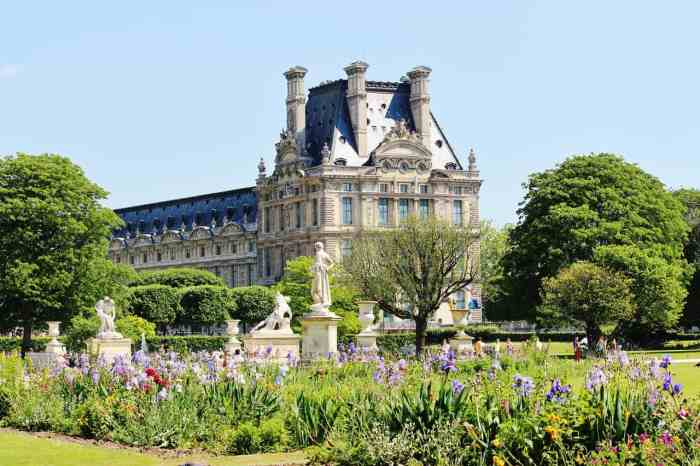 See the gardens at the Palais-Royal during your paris itinerary