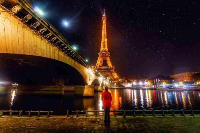 10 Stops To Include On The Perfect Paris Itinerary | Eiffel tower at night