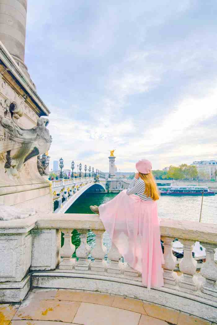 Pont Alexander II bridge is one of the prettiest streets in Paris | 10 Of The Most Charming Streets In Paris