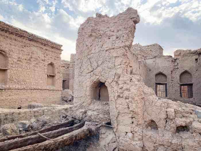 Crumbling building in Al Hamra Oman Village