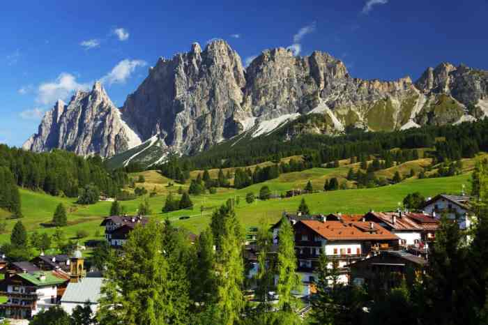Cortina d'Ampezzo May Be Small But This Northern Italy Town Is Great For Winter Trips