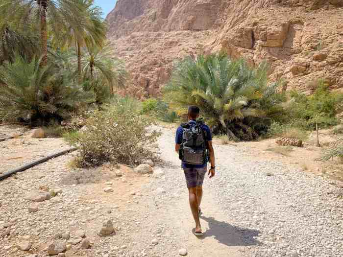 Hiking in Wadi Shab