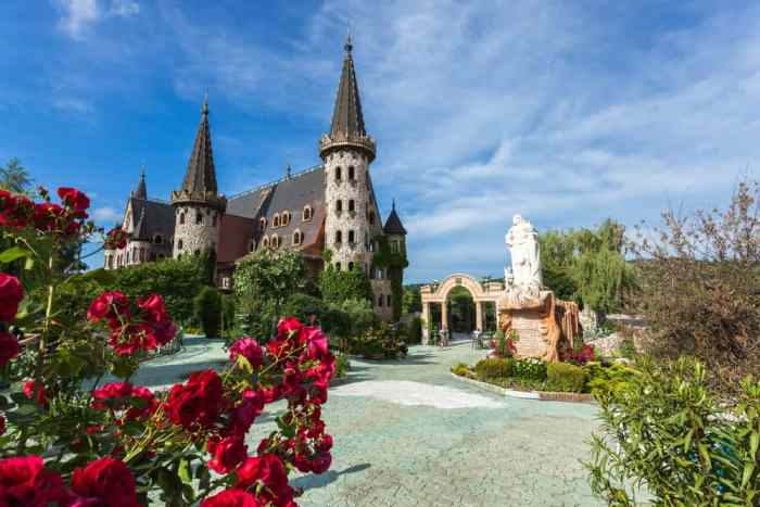 visit one of the most modern castles in Europe the Castle of Ravadinovo