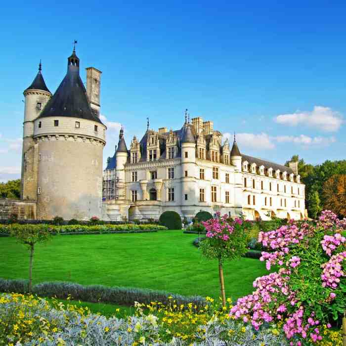 beautiful view of Chateau de Chenonceau castle in France