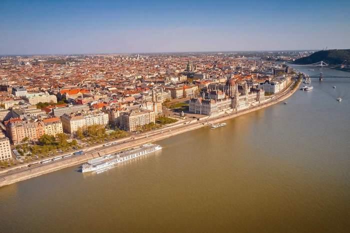 Prime dock location in Budapest