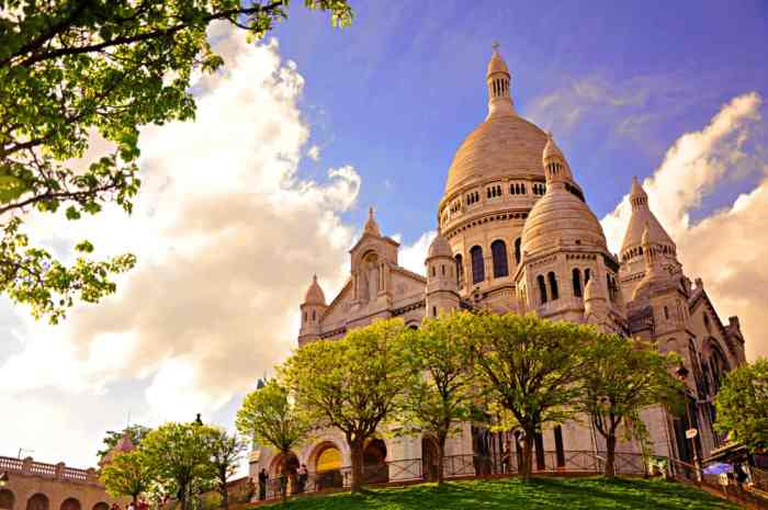 The sacre coeur is situated at the top of PAris' highest hill, its one of the most beautiful places in Paris