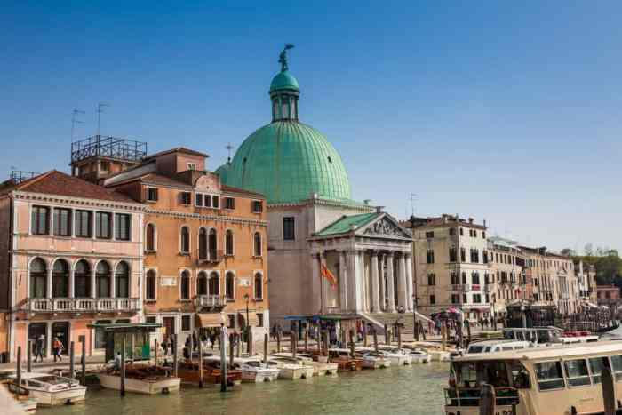 Beautiful buildings and canal in Santa Croce, a great choice of where to stay in Venice