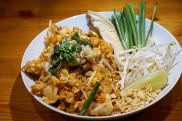 Follow My Gut, FMG, Danielle N. Salmon, foodie, blog, LA food blog, Los Angeles food blog, LA Foodie, food blog, restaurant blog, restaurant discovery, eateries, food porn, where to eat in LA, where to eat in Los Angeles, eat in Los Angeles, Westside, Ayara, thai food, lunch, dinner