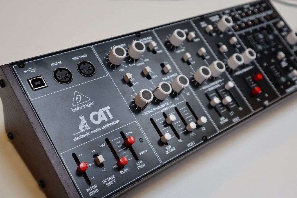 Video – Behringer CAT analoge synthesizer