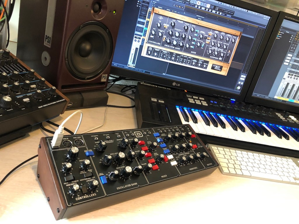 Vergelijking: Behringer D analoge synthesizer tegen de UAD LUNA Moog Minimoog software